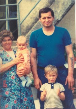 stojanovic sa porodicom