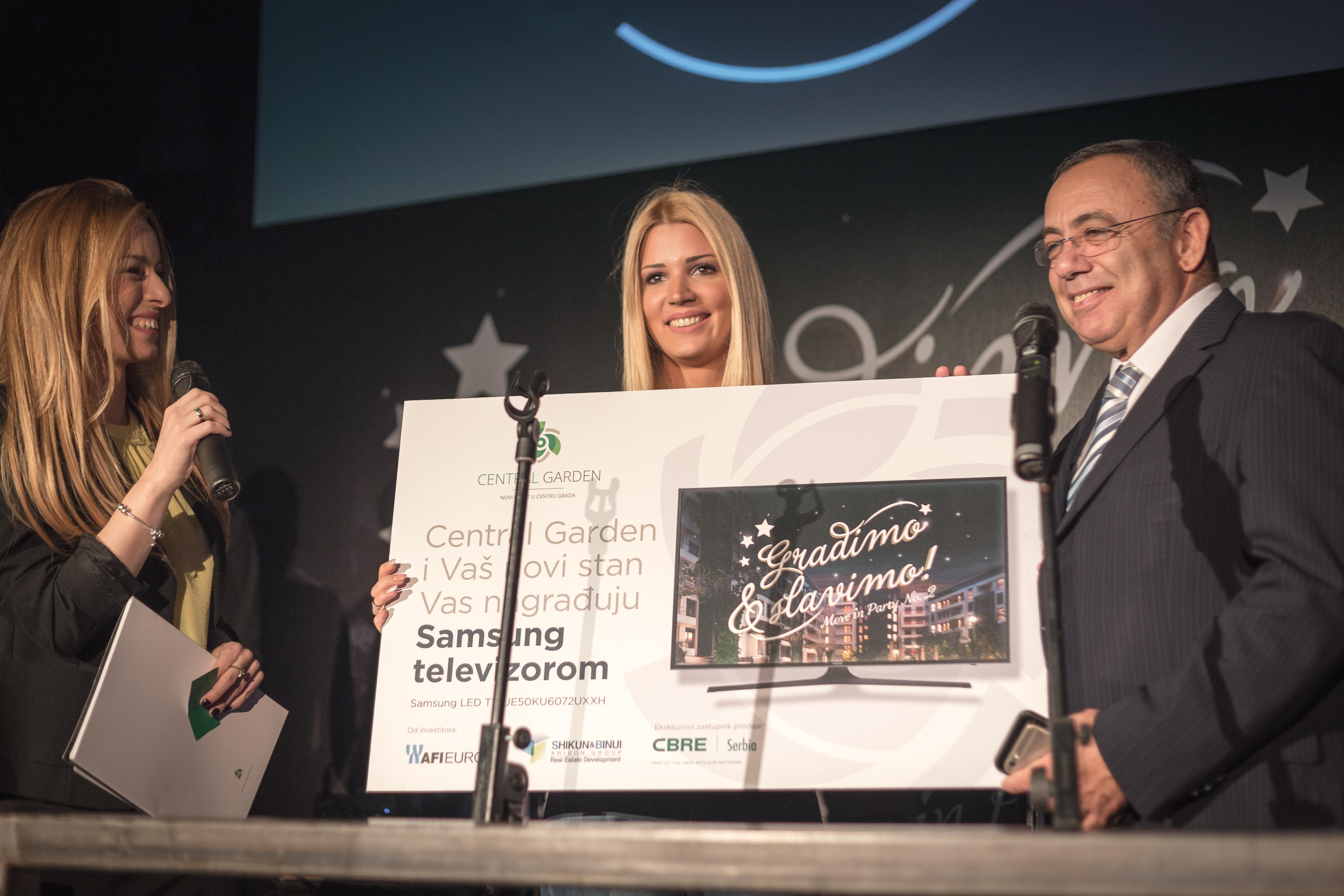 Gili Dekel sa dobitnicom nagrade