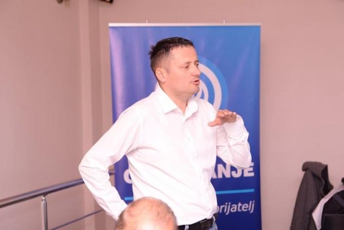 """Mlađen Macanovic, direktor Filijale """"Dunav osiguranje"""" u Banjaluci prezentira uslove i značaj osiguranja"""