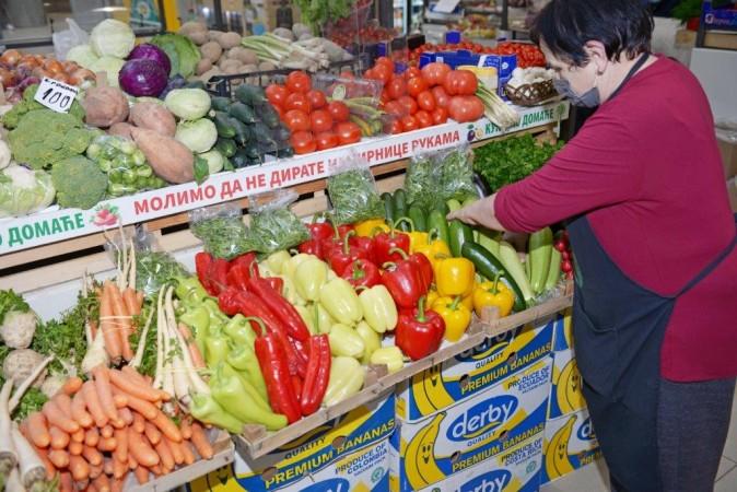 Bogata ponuda povrća na Palilulskoj pijaci u Beogradu