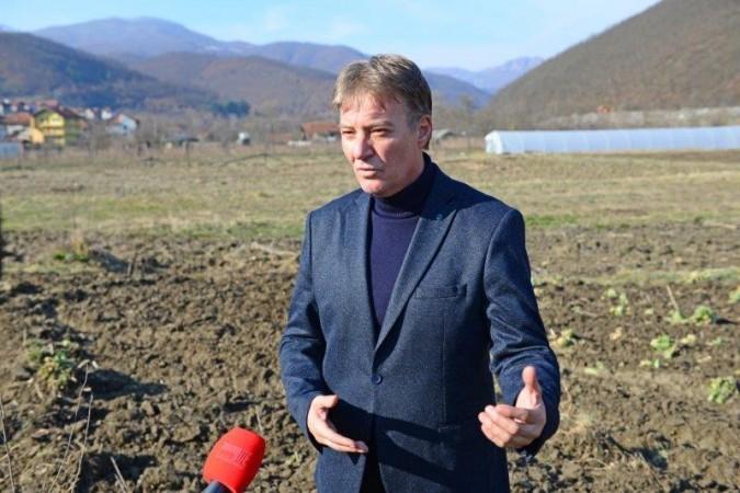 Senad Mahmutović, državni sekretar u ministarstvu poljoprivrede na gazdinstvu Kapura JPG